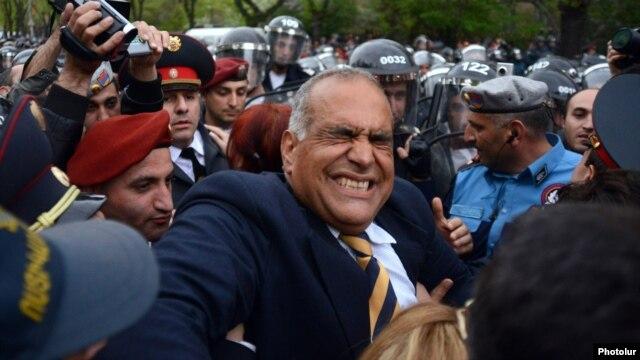 Armenia - Riot police confront opposition leader Raffi Hovannisian in Yerevan, 9Apr2013.