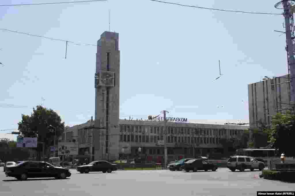 """Правительство отказалось от своего решения приватизировать """"Кыргызтелеком"""" вместе с радиорелейными магистралями телевидения и радиовещания."""