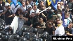 Столкновения между протестующими и милицией у здания Верховной Рады. Киев, 31 августа 2015 года.