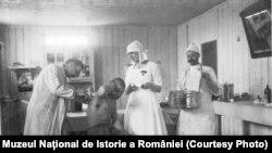 Sala de pansamente; sursa: Expoziția Marele Război, 1914-1918, Muzeul Național de Istorie a României