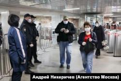 На входе в московское метро