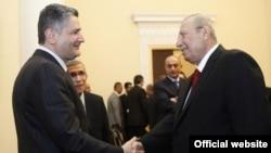 Премьер-министр Армении (слева) принимает вице-премьера Ирака, Ереван, 6 ноября 2013 г. (Фотография - пресс-служба правительства Армении)