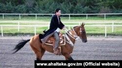 Prezident Gurbanguly Berdimuhammedow at üstünde