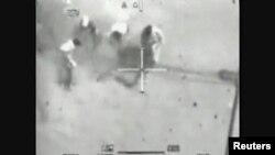 Кадр видео расстрела микроавтобуса в Багдаде 12 июля 2007 г.