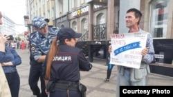 Вадим Хайрулин на одиночном пикете