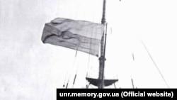Әскери кемеде желбіреген Украина туы. 25 қараша, 1917 жыл.