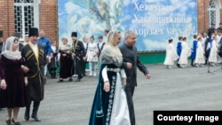 Глава Северной Осетии Вячеслав Битаров в танце на празднике Хетага
