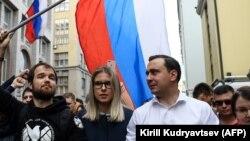 Иван Жданов (справа) на митинге в поддержку независимых кандидатов