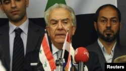 Один из лидеров сирийской оппозиционной Национальной коалиции Самир Нашар (в центре)