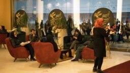جشنوارههای فجر، کارکردی نمادین در نمایش و عرضه محصولات سالانه بخشهای مختلف هنری تحت مدیریت جمهوری اسلامی دارند.