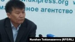 Келдибек Аскаралиев Бишкектеги басма сөз жыйынында. 12-апрель, 2018-жыл.