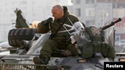 Військовий повертається з передової, Київ, березень 2015 року