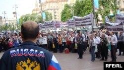 Російський громадянин організовує демонстрацію, Київ, 6 травня 2010 року