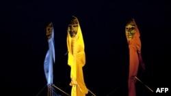 3 десятиметровых статуи, символизирующих сомалийских женщин, воздвинуты у Белла-центра (где проходит Саммит по климату) в Копенгагене, 6 декабря 2009 года