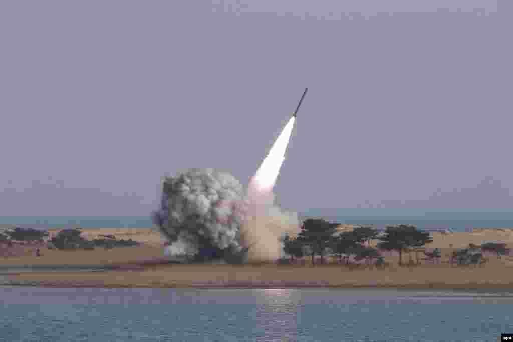 Испытания северокорейской баллистической ракеты. 4 марта 2016 года.