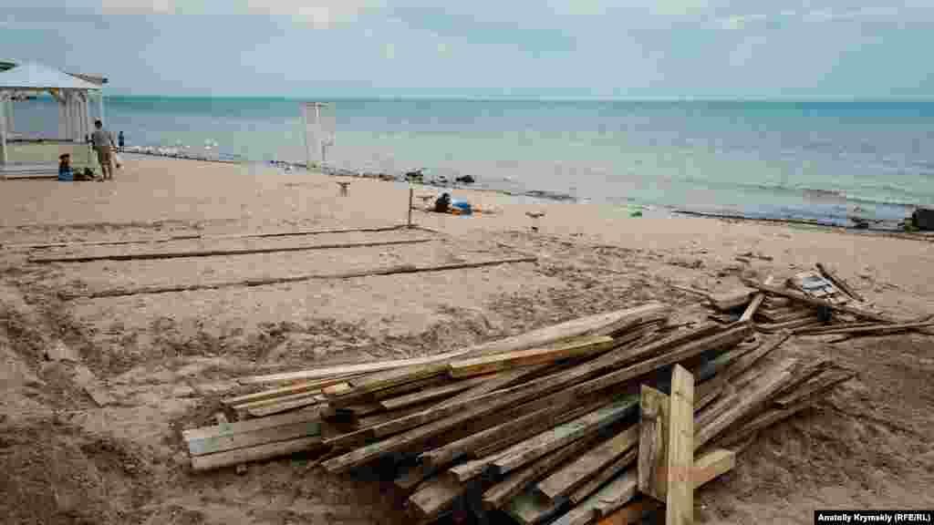 На отдельных пляжах в разгаре ремонтные работы