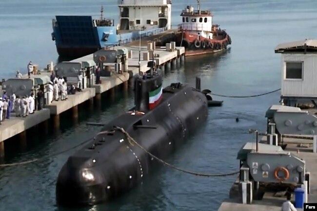 رسانههای ایران میگویند که با دستور رئیسجمهوری اسلامی، زیردریایی «فاتح» عازم اولین ماموریت خود در آبهای جنوب کشور شد.