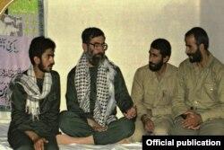 اسماعیل قاآنی در کنار علی خامنهای در زمان جنگ ایران و عراق