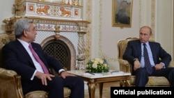 Встреча Сержа Саргсяна (слева) и Владимира путина в Москве, 7 сентября 2015 г.