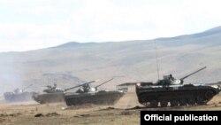 Ermənistan tankları 2015-ci ilin təlimlərində