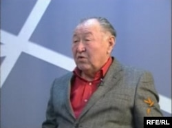 Народный писатель КР Казат Акматов
