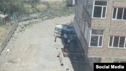 19 июля на одной из строек Бишкека с 9-го этажа упали двое рабочих.