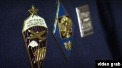 Скриншот из репортажа «Вестей» о награждении 10 мая 2017 года.
