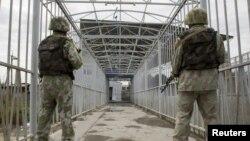 Узбекские пограничник на границе с Кыргызстаном. Иллюстративное фото.