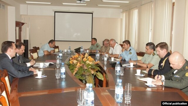 Armenia - Deputy Defense Minister Davit Tonoyan (second from left) meets with foreign military attaches in Yerevan, 1Aug2014.