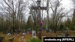 Крыж на малькаўскіх могілках у памяць пра літоўцаў, якія прыехалі на беларускія землі