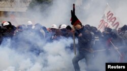 Протесты на улицах греческих городов не утихают