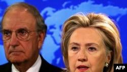 Госсекретарь Хиллари Клинтон и спецпосланник США на Ближнем Востоке Джордж Митчелл