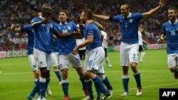 Италия футболшыларының гол салған сәттегі қуанышы. Польша, Варшава, 28 маусым 2012 жыл.