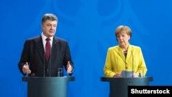 Германската канцеларка Ангела Меркел со украинскиот претседател Петро Порошенко