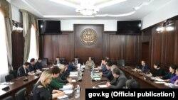 Яке аз нишастҳои ҳукуматӣ дар Бишкек.