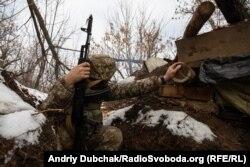 Украинские военные на передовых окопах, Бутовка, декабрь 2019