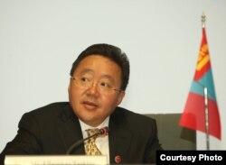 Президент Монголии Цахиагийн Элбэгдорж.