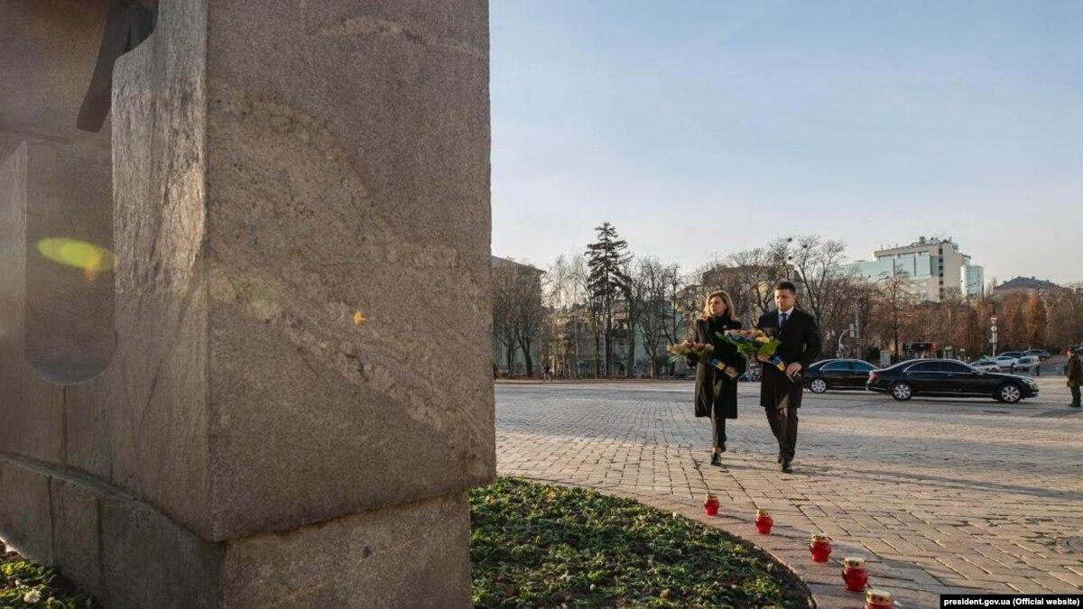 «Не сможем забыть, не сможем простить»: Зеленский в день памяти жертв Голодомора