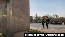 Раніше 23 листопада Офіс президента повідомляв, що подружжя Зеленських вранці відвідало пам'ятник жертвам Голодомору на Михайлівській площі у Києві