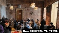 Более трехсот пожилых горожан ежедневно приходят в Дом милосердия «Катарсис»