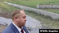 """Шеф """"Электроцинка"""" Игорь Ходыко на фоне дурнопахнущих сточных вод своего завода (коллаж)"""