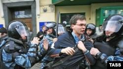 Организаторы Марша несогласных напоминают: массовые акции носят в России уведомительный характер. Взрослые граждане сами должны выбирать себе манеру поведения