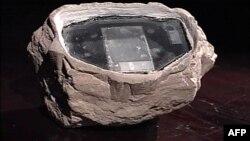 یک تخته سنگ هوشمند که روسیه در سال ۲۰۰۶ از کشف آن در این کشور خبر داد