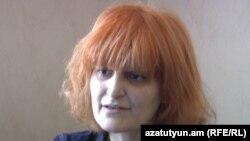 Зампредседателя партии «Свободные демократы» Ануш Седракян дает интервью Радио Азатутюн, Ереван, 8 июня 2011 г.