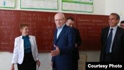 Глава Башкирии Рустэм Хамитов в школе Белогорского района