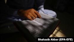 Direktor Instituta za islamska istraživanja i studijeSabri Bajgora, koji je i član Islamske zajednice Kosova kaže kako vernici treba da vode računa koji Kuran čitaju