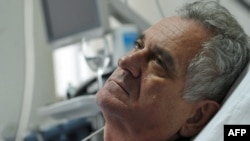 Serbian opposition leader Tomislav Nikolic, who is on hunger strike