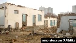 """Снос жилых домов в Копетдагском районе Ашхабада, известном среди населения как """"8-марта"""" или """"Восьмушка""""."""