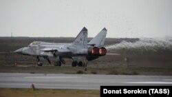 Знішчальнік МіГ-31 на Прыволжскім аэрадроме, Астраханская вобласьць, Расея. Ілюстрацыйнае фота