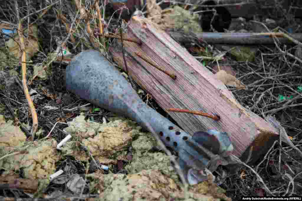 Spent munitions litter the ground throughout Pisky.